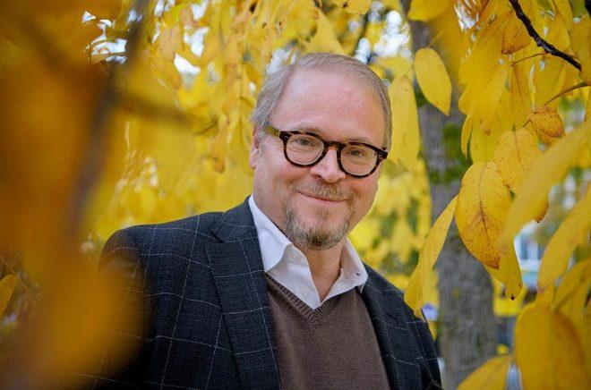 När majoriteten av svenskarna talade dialekt ansågs det gammeldags och inte lika fint. Nu har pendeln vänt, menar Fredrik Lindström. Foto: Jessica Gow/TT.
