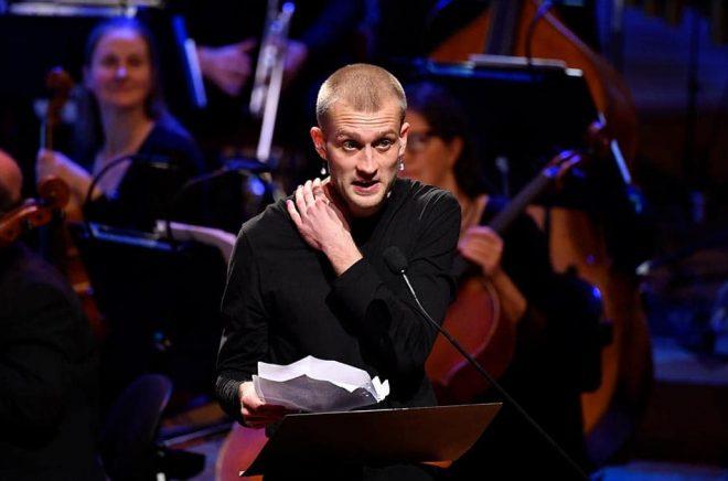 Jonas Eika riktade hård kritik mot Danmarks statsminister i sitt tacktal i Stockholms konserthus 29/10. Arkivbild: Henrik Montgomery/TT.