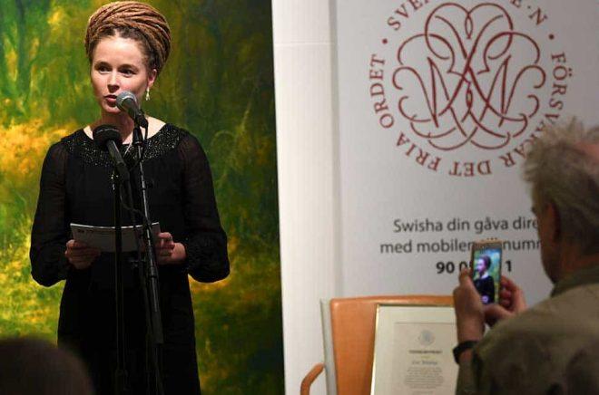 Amanda Lind delade ut Svenska Pen-klubbens Tucholskypris. Foto: Fredrik Sandberg/TT.