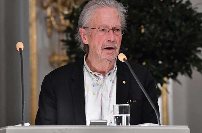 Peter Handke vid en Nobelföreläsning på Börshuset i Stockholm. Arkivbild: Jonas Ekströmer/TT.