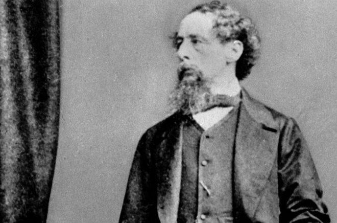 Den brittiske författaren Charles Dickens inspirerades av en skotsk journalist socialreportage i skrivandet av romanen
