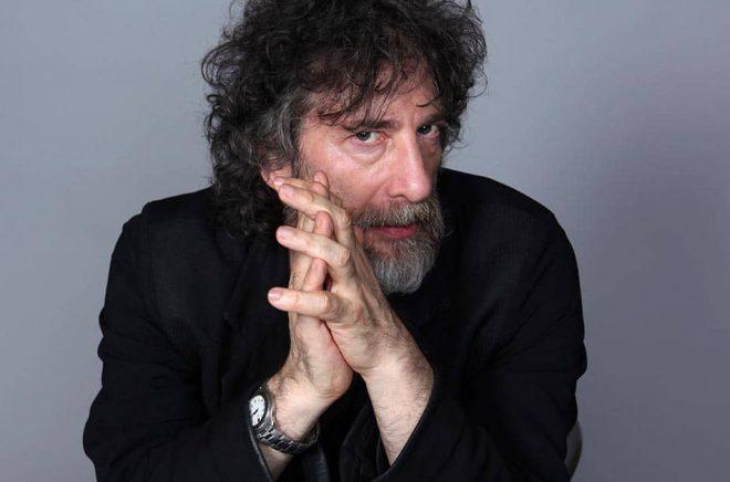 Neil Gaiman vädjar tillsammans med flera brittiska författarkollegor att biblioteken i Hampshire ska få finnas kvar. Arkivbild: Rebecca Cabage/AP/TT.
