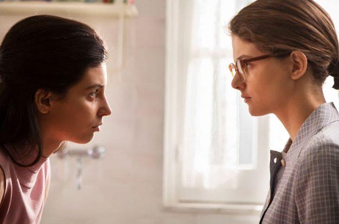 Gaia Girace i rollen som Raffaela Cerullo och Margherita Mazzucco som Elena Greco. Pressbild: Eduardo Castaldo/HBO.