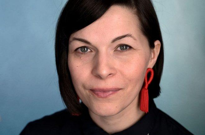 Elin Anna Labba har skildrat hur den svenska staten har tvångsförflyttat samer, vilket har lagt grunden till djupa konflikter som fortfarande präglar det samiska samhället. Foto: Janerik Henriksson/TT.