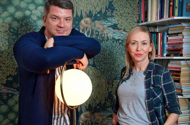 Mats Strandberg och Jenny Jägerfeld sätter den anglosaxiska 1800-talslitteraturens monster i terapisoffan. Foto: Anders Wiklund/TT.