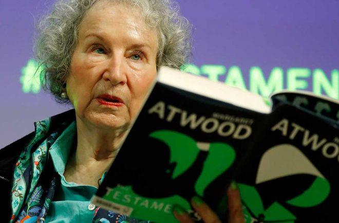 Författaren Margaret Atwood är en av donatorerna till nya Carol Shields-priset. Arkivbild: Alastair Grant/AP/TT.