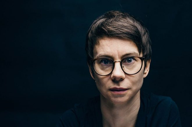Dramatikern och regissören Milja Sarkola romandebuterar med