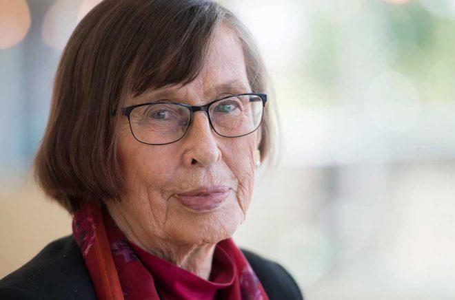 Birgitta Dahl läser minst en timme varje dag och har använt poesi till sina tal. Arkivbild: Henrik Montgomery / TT.