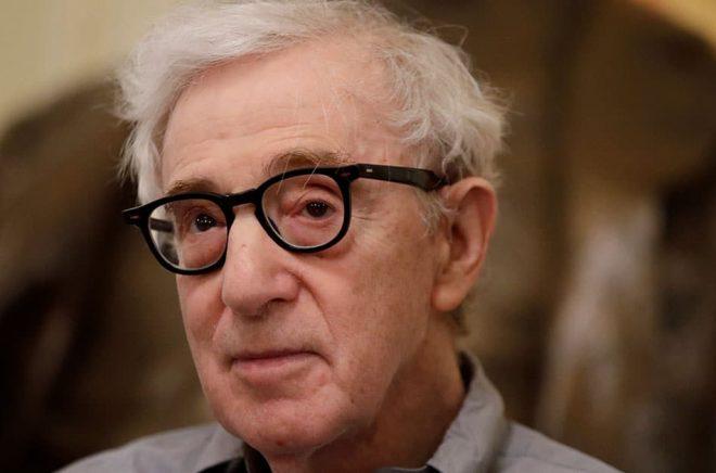 Förlaget Hachette Book Group backar från sitt beslut att ge ut Woody Allens memoarer. Arkivbild: Luca Bruno/AP/TT.