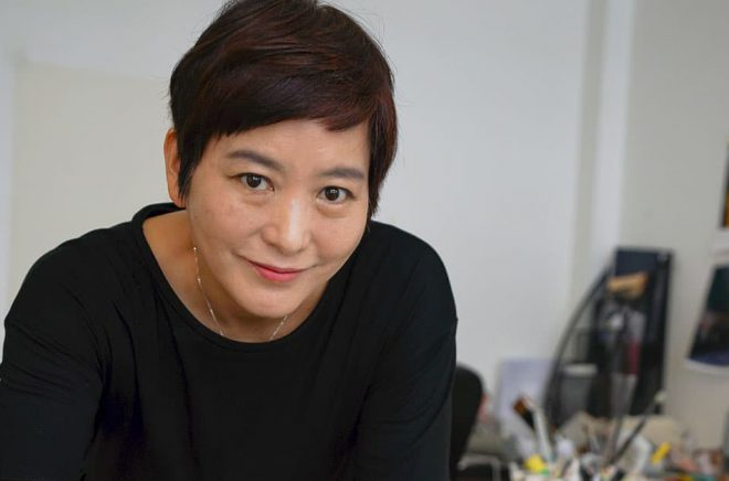 Den sydkoreanska Alma-pristagaren Baek Heena bygger själv alla miljöer och gör figurerna till sina bilderböcker. Pressbild: Almapriset.