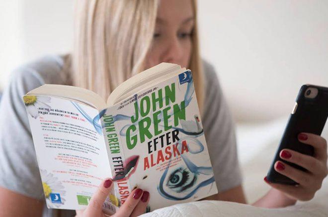 Allt färre unga läser böcker. Arkivbild: Fredrik Sandberg/TT.
