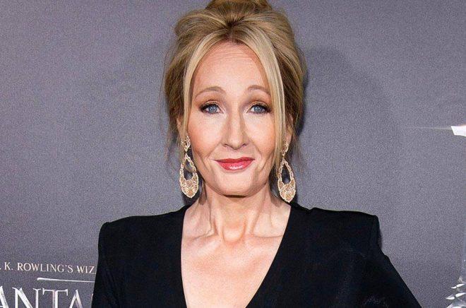 J K Rowling donerar pengar till välgörande ändamål. Arkivbild: Charles Sykes/Ap.