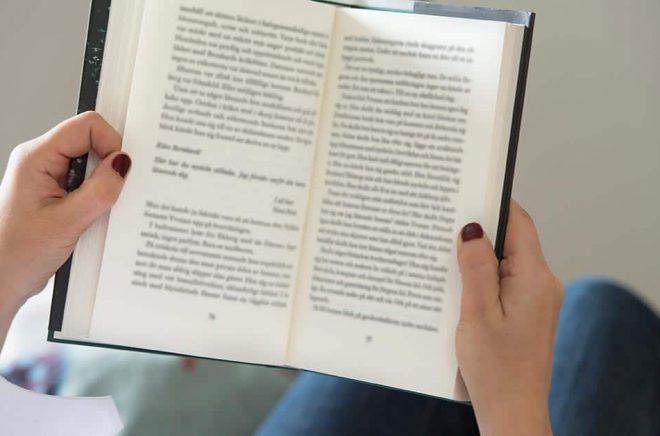 Britter läser fler böcker än tidigare när de befinner sig i karantän, enligt en studie. Arkivbild: Fredrik Sandberg/TT.