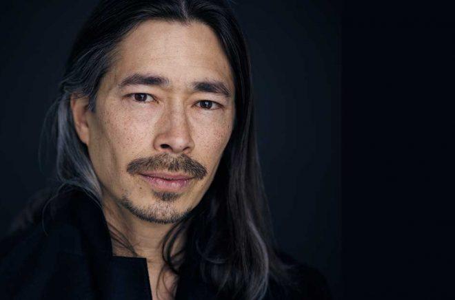 Skådespelaren Kristofer Kamiyasu läser in