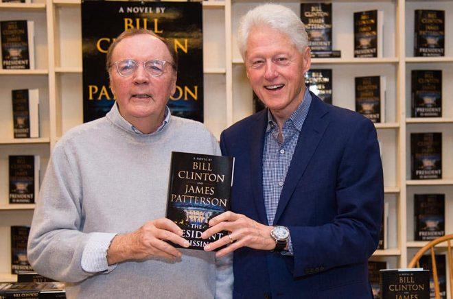 Bill Clinton (till höger) och James Patterson gör gemensam sak på nytt och skriver boken