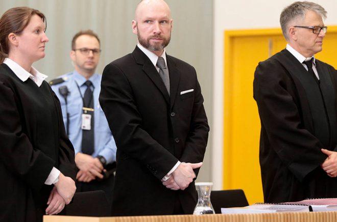 Den norske terroristen Anders Behring Breiviks manifest har gått att köpa på svenska boksajter. Arkivbild: Lise Åserud/NTB/TT.