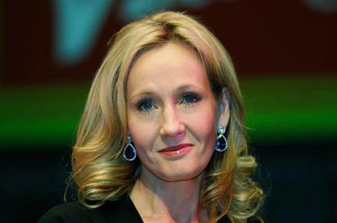 JK Rowling anklagas för transfobi av inbitna läsare. Arkivbild: Lefteris Pitarakis/AP/TT.