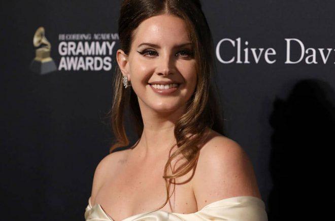 Lana Del Rey debuterar som poet. Arkivbild: Mark Von Holden/AP/TT.