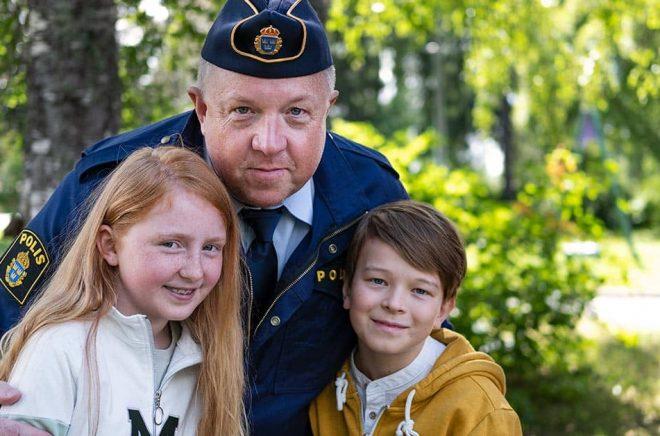 Ellen Sarri Littorin, Anders Jansson och Elis Nyström spelar huvudrollerna i den nya tv-serien