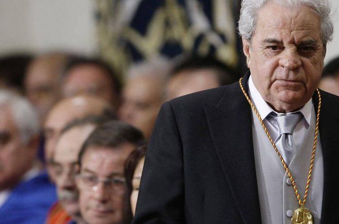 Den spanske romanförfattare Juan Marsé är död vid 87 års ålder. Arkivbild från utdelningen av Cervantespriset. Foto: Susana Vera/AP/TT.