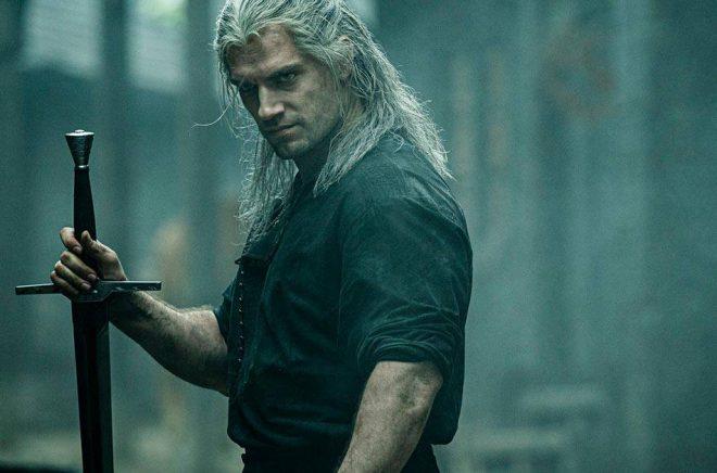 Henry Cavill spelar huvudrollen som Geralt i Netflixserien