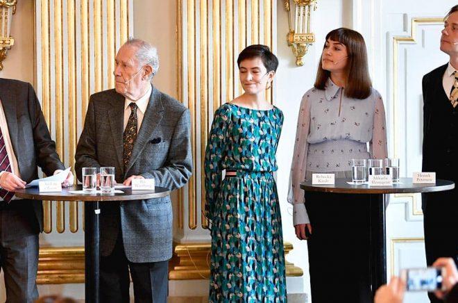 Anders Olsson, Per Wästberg, Rebecka Kärde, Mikaela Blomqvist och Henrik Petersen ingår i den nuvarande Nobelkommittén. I oktober presenteras en ny. Arkivbild: Anders Wiklund/TT.