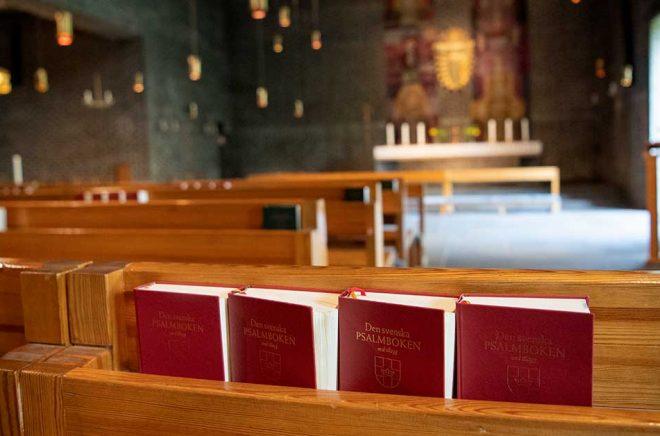 Psalmböcker i Markuskyrkan i Stockholm. Arkivbild: Jessica Gow/TT.