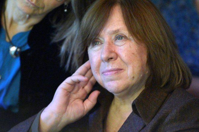 Nobelpristagaren i litteratur Svetlana Aleksijevitj stannar kvar i Berlin tills Aleksandr Lukasjenko