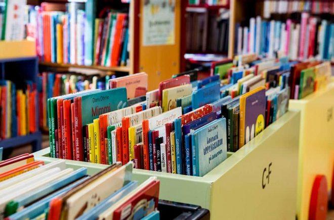 Biblioteken måste enligt bibliotekslagen vara tillgängliga för alla. Arkivbild: Christine Olsson/TT.