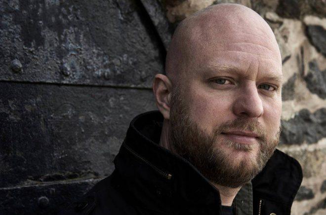 Författaren Kalle Holmqvist. Pressbild: Anders Härnqvist.