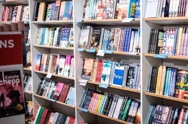 Försäljningen av inbundna böcker ökade med 7 procent under 2020 och omsatte sammanlagt 1,49 miljarder kronor. Försäljningen av digitala ljudböcker omsatte 877 miljoner kronor. Arkivbild: Amir Nabizadeh/TT.