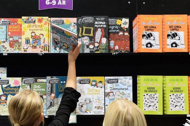 Ungdomsböcker och böcker för unga vuxna sålde sämst under 2020. I antal exemplar räknat såldes mer än tio gånger så många böcker för åldersgrupperna 3–6 och 6–9 som för åldrarna 12–15 och 15 plus. Foto: Fredrik Sandberg/TT.