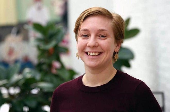 Josefin Karlsson arbetar med digital teknik för att öka barns läsförståelse. Pressbild: Örebro universitet.