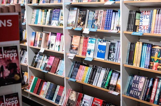 Många bokhandlar har tvingats stänga under pandemin. Arkivbild: Amir Nabizadeh/TT.