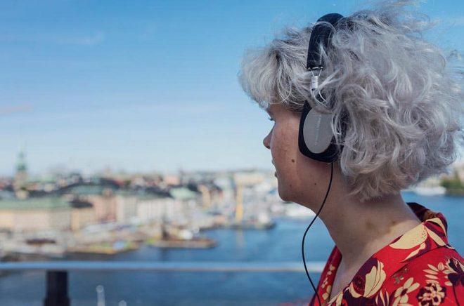 I sommar kan teaterpubliken lyssna på pjäser från Uppsala stadsteater i lurarna. Arkivbild: Stina Stjernkvist/TT.