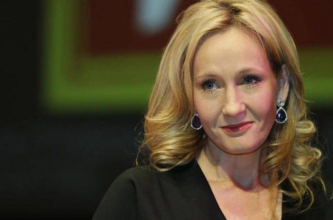 Harry Potter-författaren Joanne Rowling använde sig av pseudonymen JK Rowling av rädsla för sin exmake. Arkivbild: Lefteris Pitarakis/AP/TT.