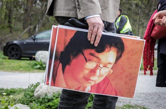 En tidigare stödmanifestation för den fängslade bokförläggaren Gui Minhai utanför Kinas ambassad i Stockholm. Arkivbild: Lisa Arfwidson/SvD/TT.