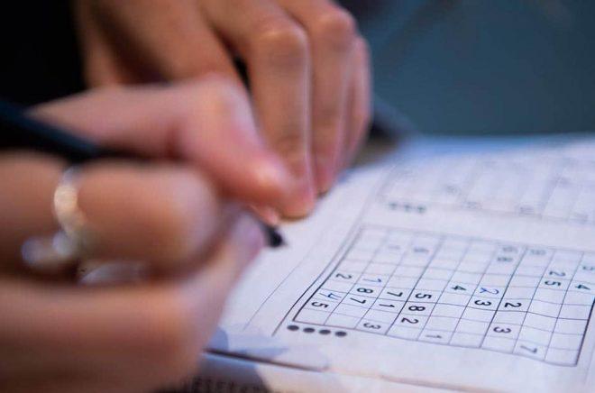 Sudoku har blivit populärt och finns numera i många tidningar intill korsordet. Arkivbild: Carl-Olof Zimmerman/TT.