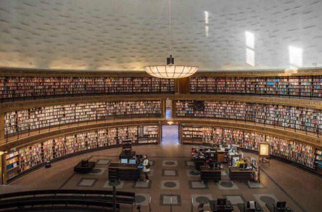 Stockholms stadsbibliotek provar en ny metod för att komma till rätta med oroligheter på biblioteket. Foto: Staffan Löwstedt/SvD/TT