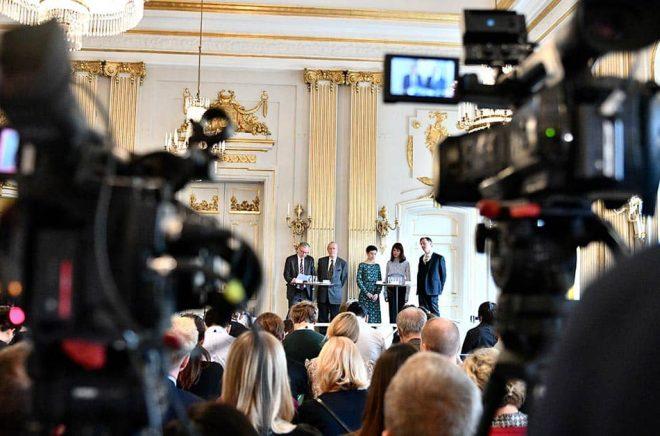 2019 presenterades två Nobelpristagare, Peter Handke och Olga Tokarczuk, av två ordinarie ledamöter – Anders Olsson och Per Wästberg – och av tre externa sakkunniga – Rebecka Kärde, Mikaela Blomqvist och Henrik Petersen. Foto: Karin Wesslén/TT.