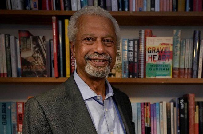 Tre titlar av Nobelpristagaren Abdulrazak Gurnah i Helena Hanssons översättning når bokhandelsdiskarna i senare i höst. Arkivbild: Kirsty Wigglesworth/AP.