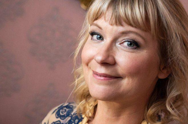 Josefine Sundström har passerat drömgränsen en miljon sålda böcker. Foto: Naina Helen W. Jama