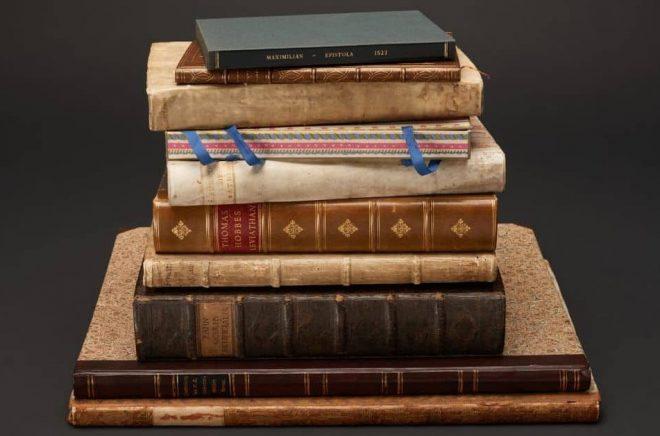 Tio värdefulla böcker som stulits från Kungliga biblioteket är tillbaka igen. Foto: Jens Östman/KB