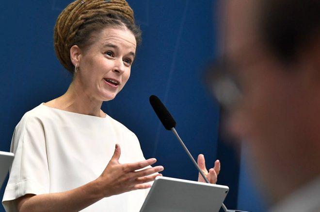 Kulturminister Amanda Lind (MP) presenterade regeringens krisbudget för kulturen den 9 september. Arkivbild: Claudio Bresciani/TT.