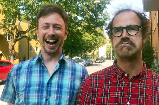 Komikerna Tobias Persson och Gussy Löwenhielm har skrivit en bok om tyckarsamhället. Här tycker de till om tyckandet.