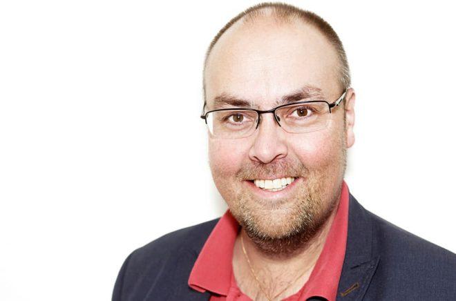 Victor Estby är litterär verksamhetsledare för Dalslands Litteraturförening och Bokdagar i Dalsland. Foto: Jens Andersson.