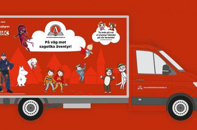 Akademibokhandeln kör runt i landet med en pop up-buss för att sprida läsglädje för barnfamiljer sommaren 2021. Foto: Akademibokhandeln