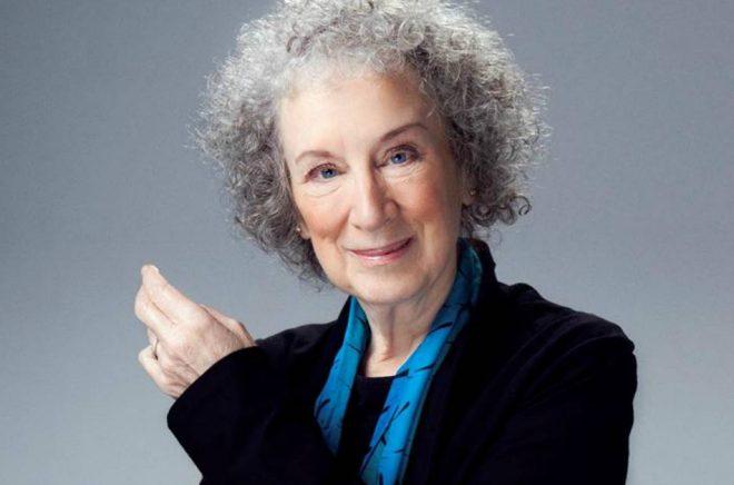 Margaret Atwood toppar listan över de bäst säljande litterära författarna i Storbritannien 2017, med nästan 400 000 sålda böcker. Foto: Jean Malek