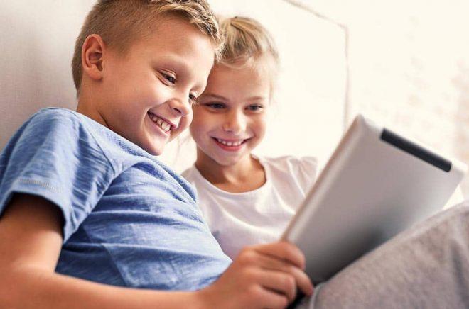 Barn mellan 6 och 12 år är målgruppen för appen Bibblix där de kan låna utvalda digitala böcker. Foto: iStock.