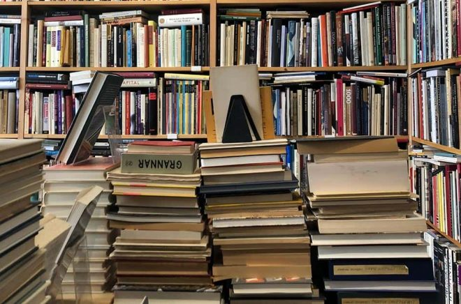Begagnade böcker är en växande marknad - även om de fysiska antikvariaten krymper på bekostnad av ehandel. Nu kanske författare kan få royalty på begagnat. Foto: iStock.